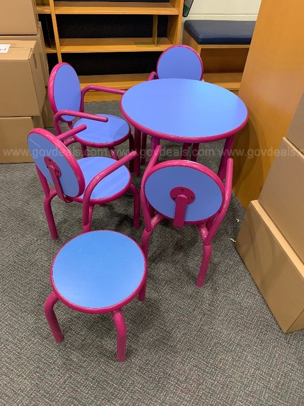 Children's table set with 4 chairs and 1 stool